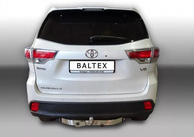Фаркоп на Toyota Highlander (2014-) с нерж.накладкой, надпись Highlander (Baltex 24.2554.08)
